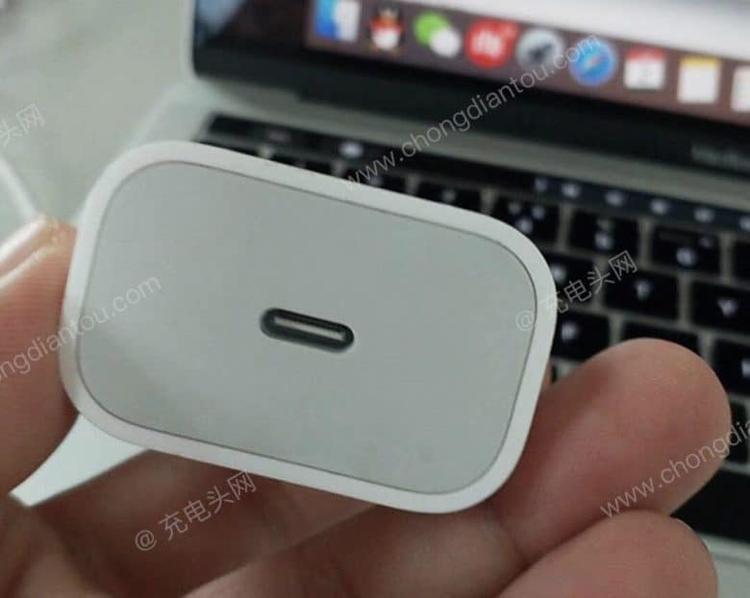 Nhiều báo cáo cho rằng đây là cục sạc nhanh có thể ra mắt cùng iPhone 2018.
