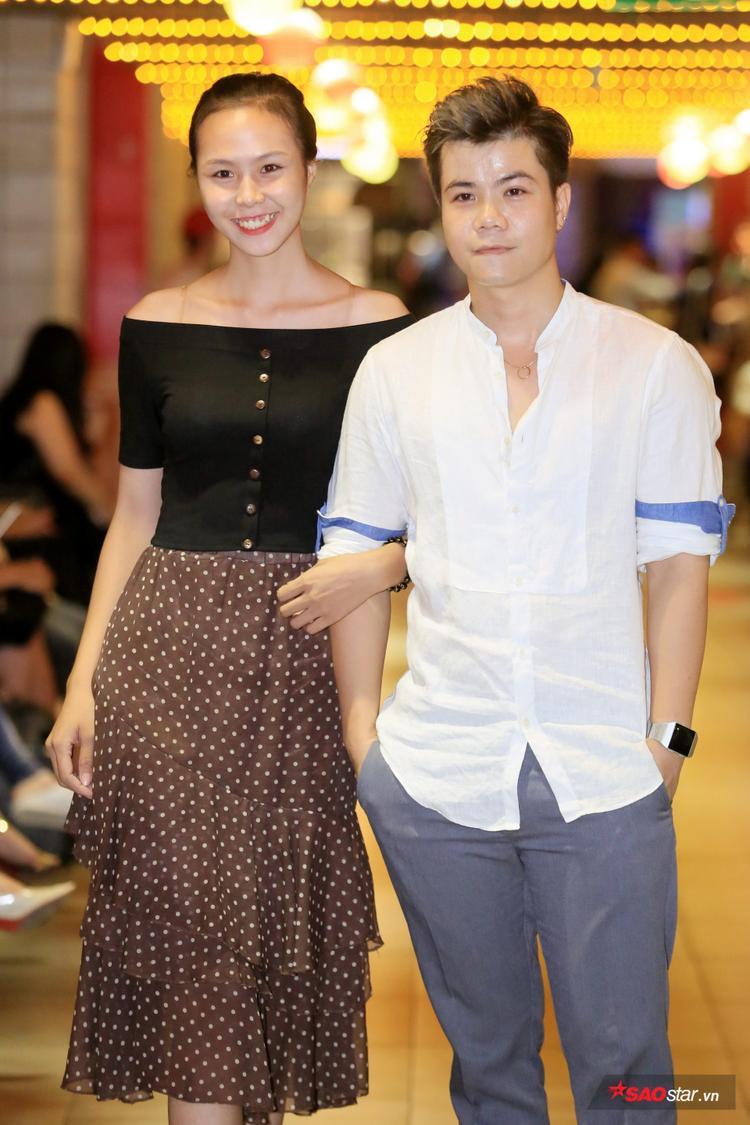 Đinh Mạnh Ninh chụp ảnh cùng thí sinh cuộc thi Siêu mẫu Việt Nam 2018