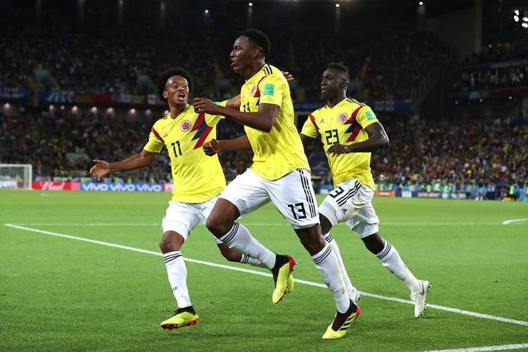 Yerry Mina ghi bàn gỡ hòa 1-1 ở phút bù giờ thứ 3. Ảnh:FIFA