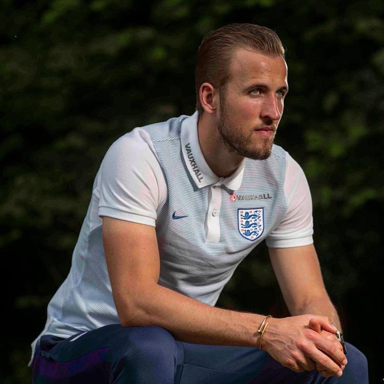 Ngôi sao đưa tuyển Anh tiến thẳng vào tứ kết World Cup điển trai, lịch lãm như tài tử và chuyện tình cổ tích tựa Messi