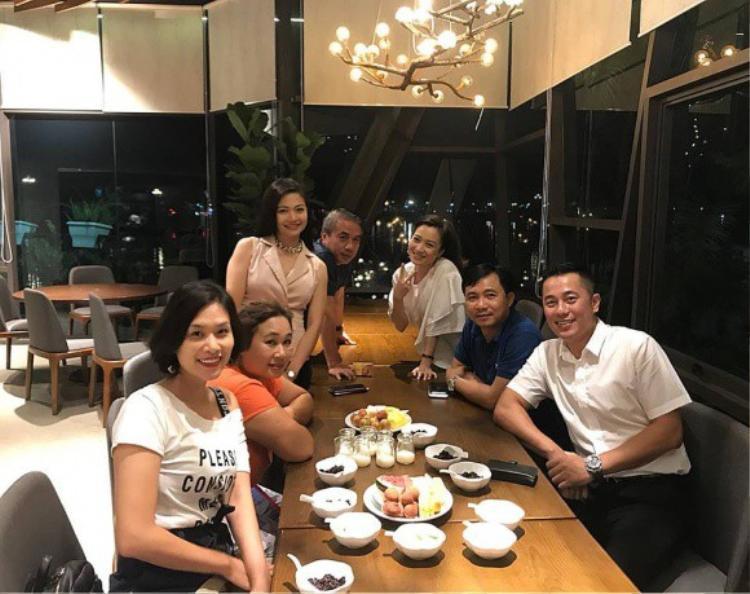 Trong buổi gặp mặt này, ngoài dàn nữ diễn viên chính còn có sự xuất hiện của diễn viên Đức Trí (đóng vai Nam Khánh - Chàng trai từng khiến Nguyệt và Nhung tranh giành) và đạo diễn Đỗ Thanh Hải.