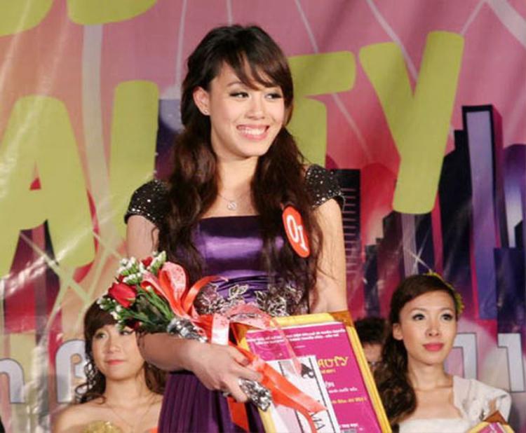 Diễm Quỳnh sinh năm 1992. Khi đăng quang Miss Press Beauty 2011 cô nàng này đang là sinh viên năm nhất lớp Báo ảnh K30 của Học viện Báo chí & Tuyên truyền