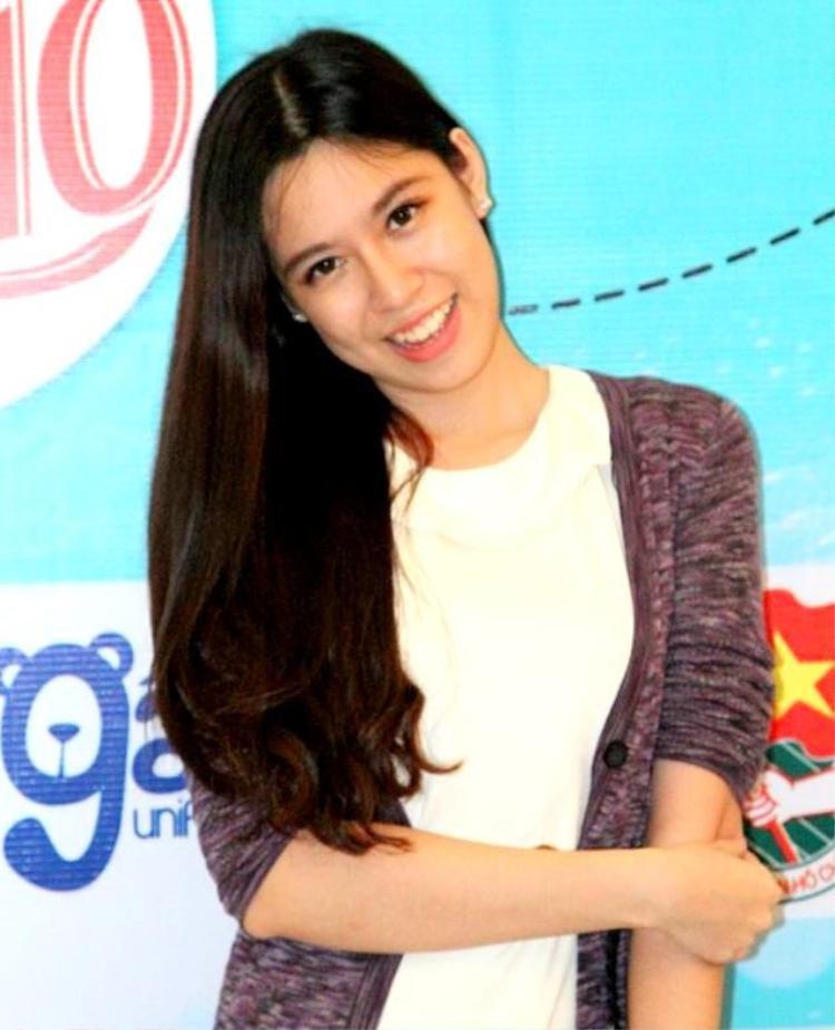 Khi còn ngồi trên ghế nhà trường, Huyền Anh nổi tiếng là một bí thư đoàn năng nổ với nhiều thành tích đáng nể. Cô nàng từng là đại biểu đại diện tham gia chương trình Jenesys 2.0 - Giao lưu thanh niên, sinh viên và học sinh Nhật Bản - Đông Á, chủ đề Truyền thông đa phương tiện tại Nhật Bản năm 2014.