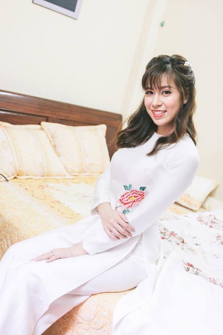 Hình ảnh Huyền Anh xinh đẹp trong lễ kết hôn vào tháng 3 năm ngoái.