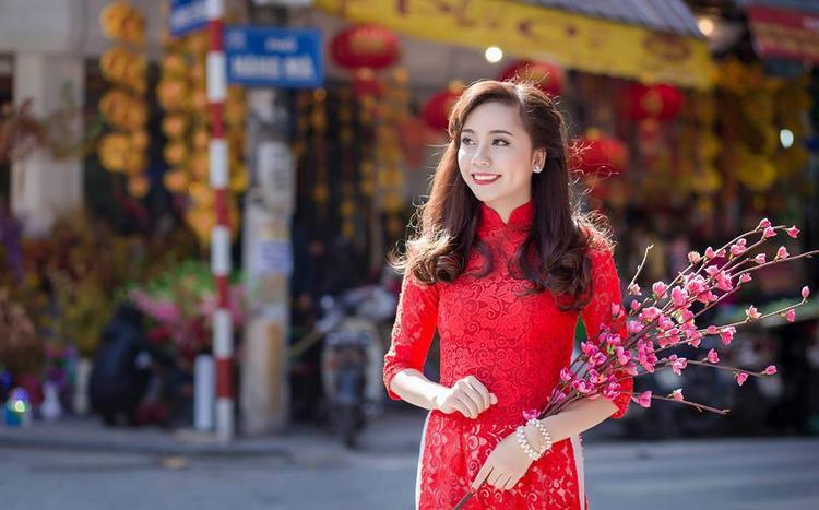 Linh lập gia đình vào năm 2016 và giờ đã là mẹ của một cô nhóc dễ thương. Linh hiện đang kinh doanh một cửa hàng thời trang online ngay trên Facebook của mình.