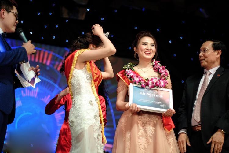 Với gương mặt khả ái cùng phần thể hiện xuất sắc cũng như câu trả lời ứng xử thông minh, Vũ Phương Anh (1996) - sinh viên lớp PR34 chính là cô nàng tiếp theo đăng quang ngôi vị Hoa khôi của cuộc thi Press Beauty 2016