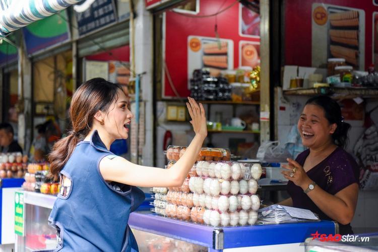 Hương Giang thuyết phục fan Trấn Thành mua hàng của gia đình Phép thuật.