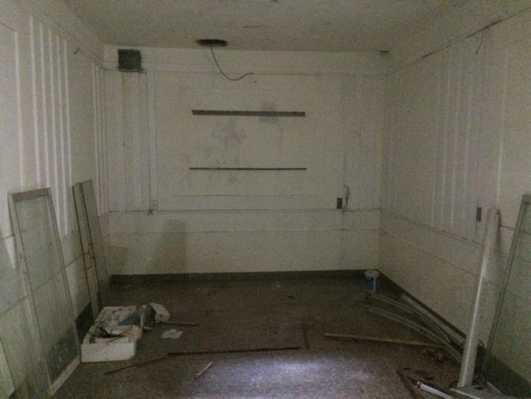 Không gian bên dưới căn hầm đặt được giường ngủ, rộng khoảng 20m2.