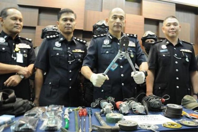 Tang vật cảnh sát thu được trong vụ án. Ảnh: The Star