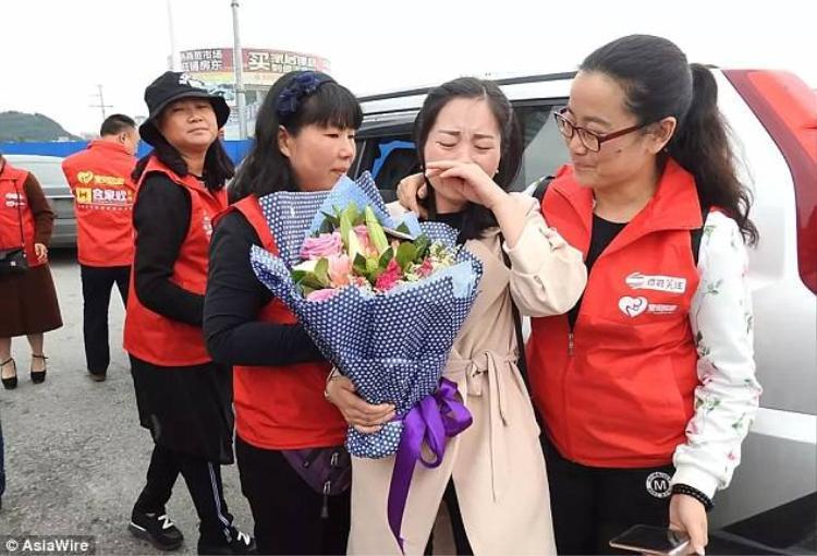 Nhờ vào tổ chức phi chính phủ có tên Baby Back Home, cuối cùng Wang cũng tìm lại được người thân.