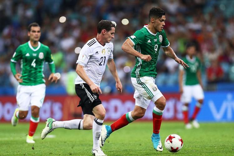 Đức cũng là một đội bóng mang đến World Cup 2018 nhiều công nghệ hỗ trợ.