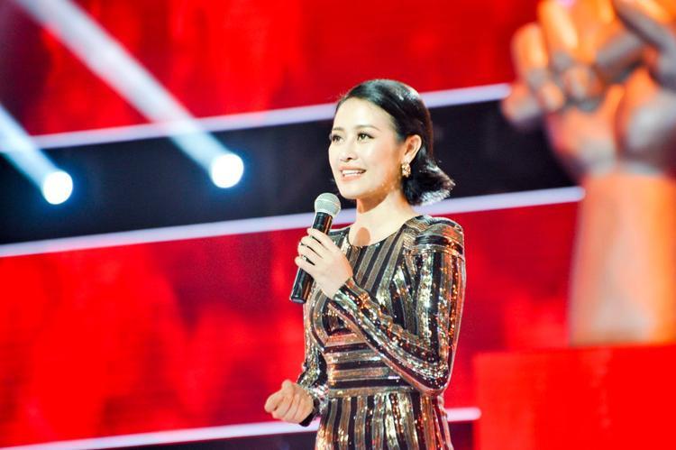 Trưởng thành từ cuộc thi Cầu vồng 2012, Phí Linh hiện được biết đến là một MC tài năng và có tiếng, đặc biệt với các talk show và chương trình truyền hình thực tế.