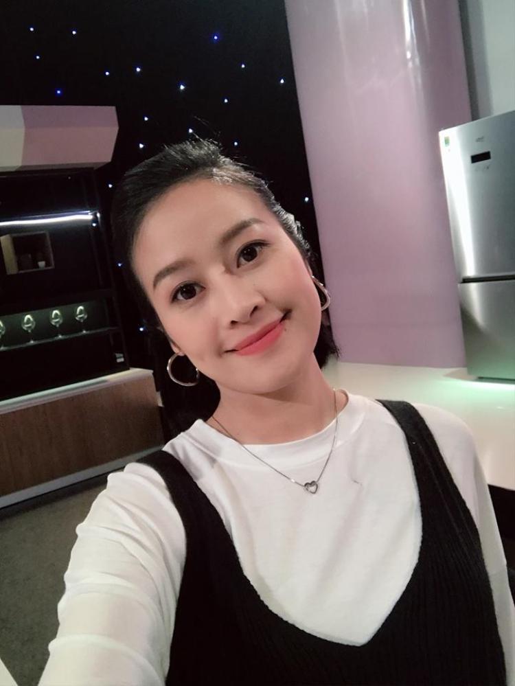 Trên sóng VTV, Phí Linh đảm nhận MC của khá nhiều chương trình có lượng người xem lớn: Muôn màu showbiz, Chung kết The Face - Gương mặt thương hiệu, Thần tượng Bolero 2017, Cặp đôi hoàn hảo 2017 - Trữ tình và Bolero, Khi đàn ông mang bầu, Cuộc chiến mỹ vị, Giọng hát Việt 2018…