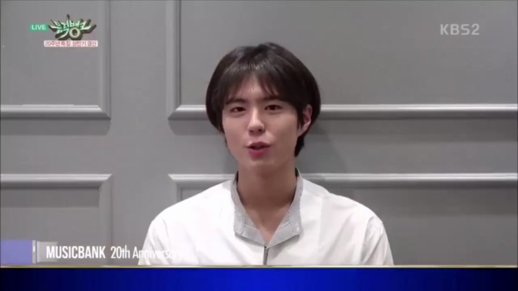 Fan lặng người khi thấy anh chàng xuất hiện tại lễ kỉ niệm 20 năm của Music Bank.