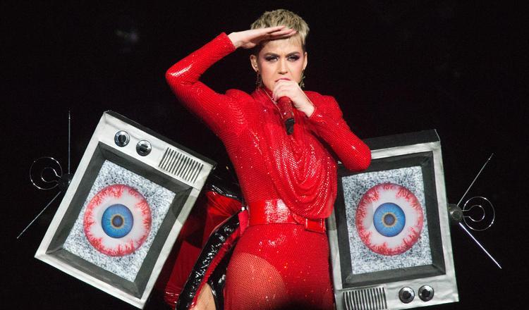 Chuyện gì đang xảy ra thế này: Katy Perry phải giảm giá 50% vé Witness: The Tour nhưng vẫn ế ẩm!