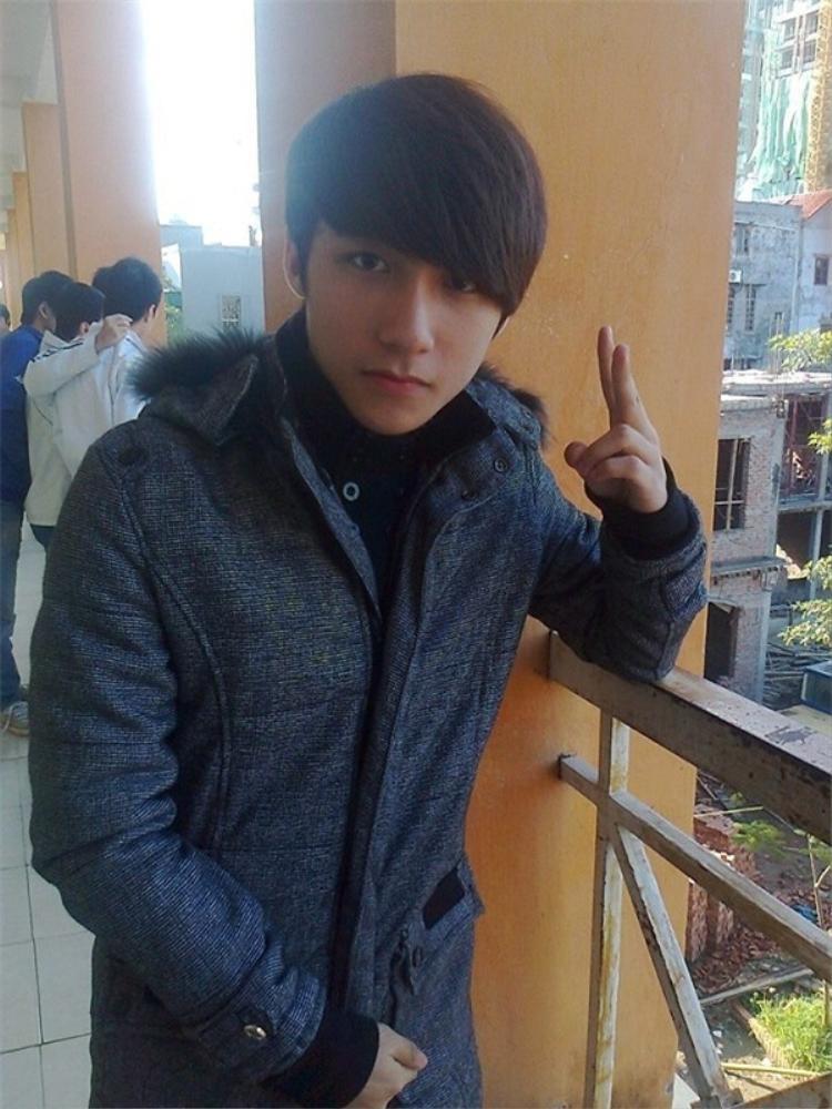 """Vừa qua tuổi dậy thì, vào năm 2011, Sơn Tùng khiến bao cô gái """"liêu xiêu"""" với vẻ ngoài điển trai và hợp mốt Hàn Quốc lúc bấy giờ."""