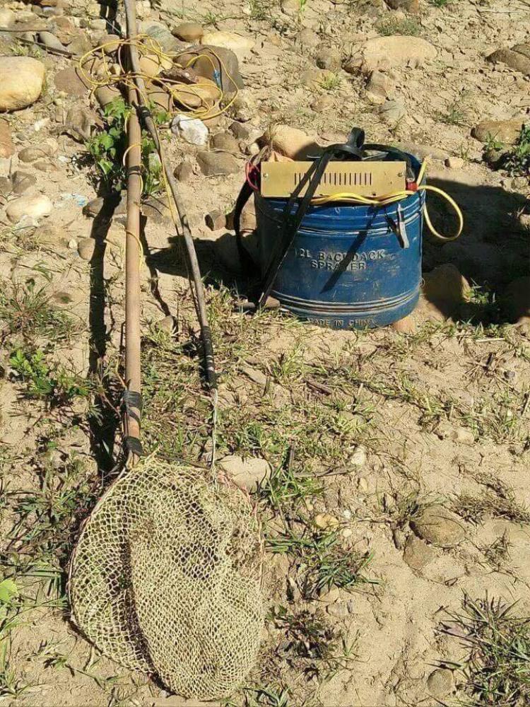 Chiếc kích điện nằm gần nạn nhân. Ảnh: Kiến thức.net