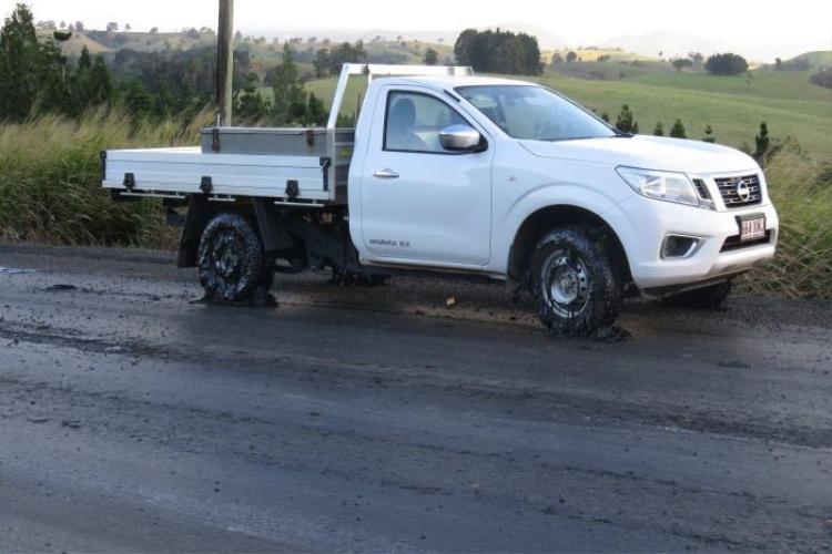 Bộ Giao thông vận tải và Đường chính (TMR) buộc phải đóng cửa đoạn đường Malanda Millaa Millaa, phía bắc Queensland, Úc vào ngày 4/7 và thực hiện sửa chữa khẩn cấp sau khi nhận được một số khiếu nại rằng đoạn đường này đang bị chảy nhựa.