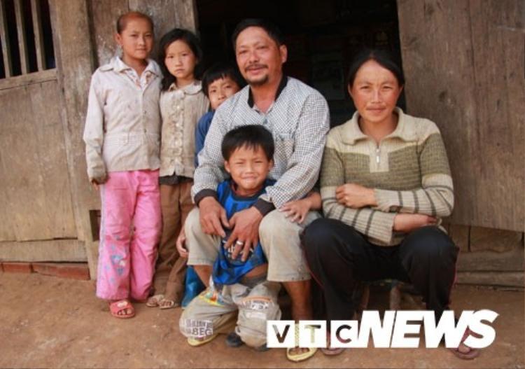Lão Dia hồi còn sống, cùng đàn con lít nhít của người vợ thứ 7.