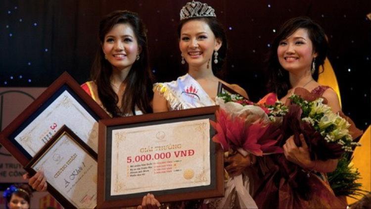 Chiếc vương miện của danh hiệu Hoa khôi sinh viên 2010 đã mang lại cho Phạm Thị Thu Nga rất nhiều cơ hội để phát triển bản thân mình trong cuộc sống.