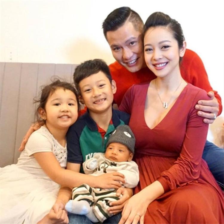 Đại gia đình 5 thành viên của gia đình Jennifer Phạm.