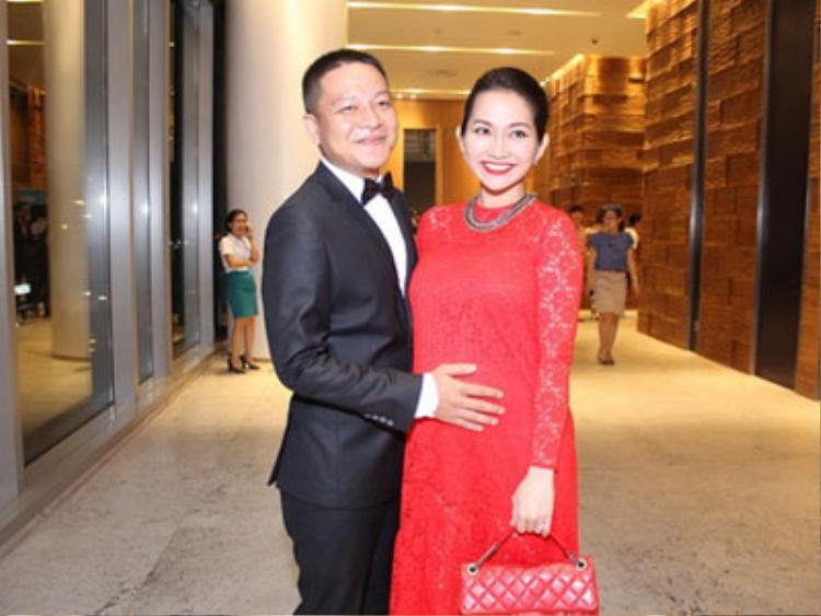 Kim Hiền may mắn tìm được người chồng đồng cảm, yêu thương mình.