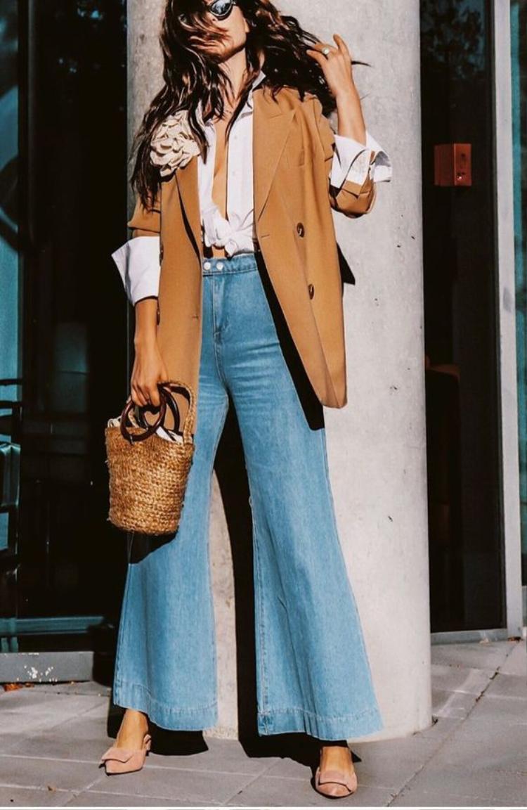 Kết hợp cùng túi cói là các nàng có ngay outfit đậm chất hè lại che chân tuyệt đỉnh không sợ nắng nóng.