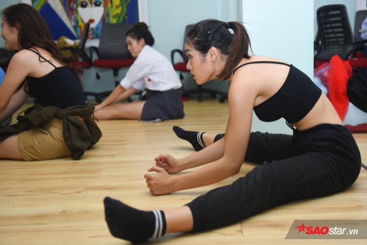 Từng tham gia nhóm nhảy, Mai Anh là một trong những thí sinh được đánh giá có cơ thể dẻo dai, uyển chuyển.