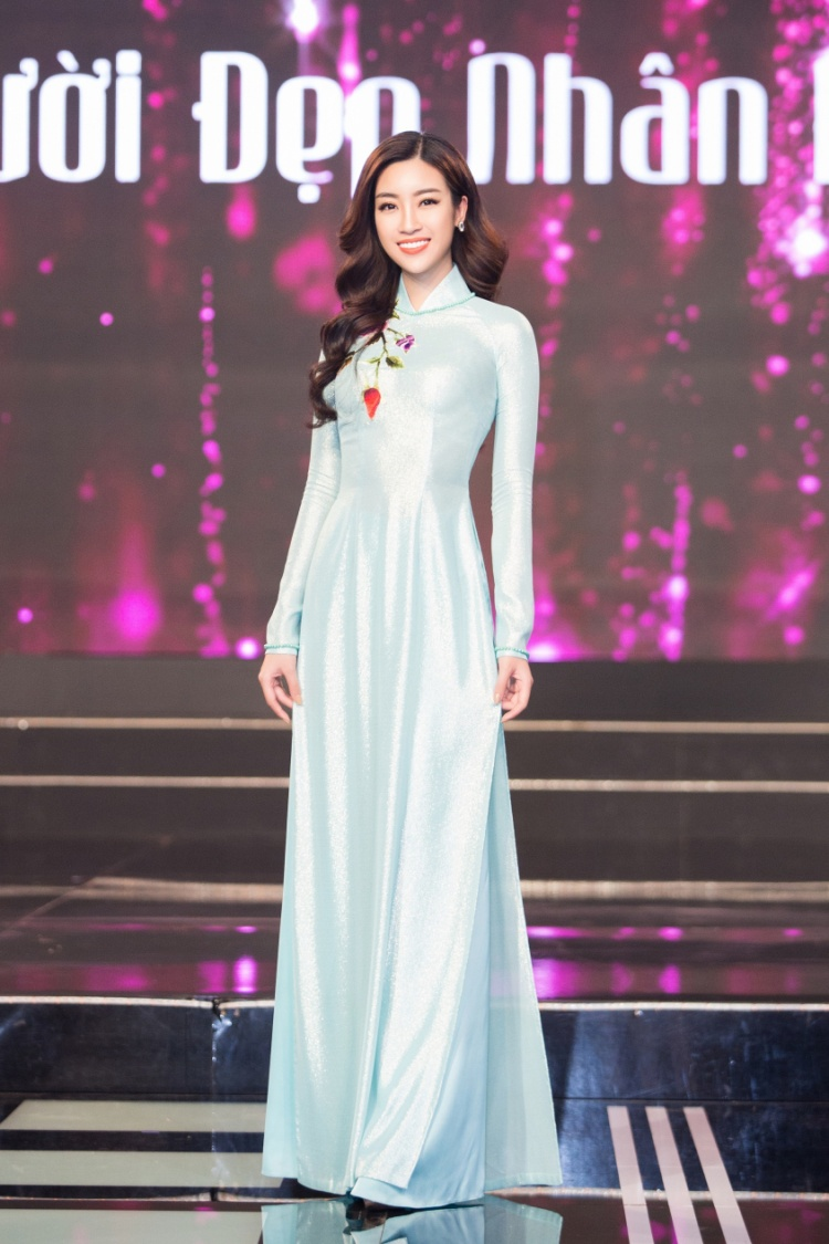 Đỗ Mỹ Linh dịu dàng trong trang phục của NTK Ngô Nhật Huy.