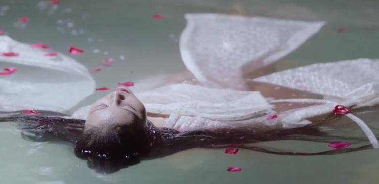 Mộng vương hậu còn chưa mơ hết đã bị người ám sát, chết trong hồ tắm.