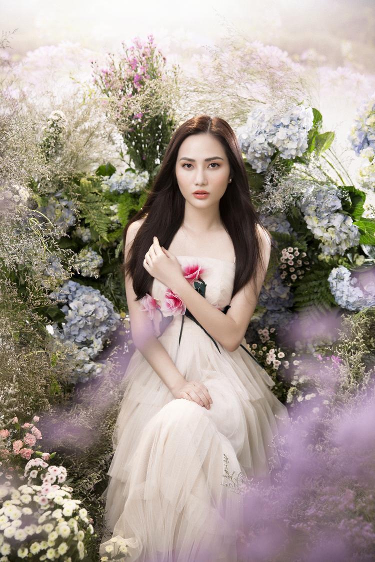 Theo thời gian, Hoa hậu Du lịch Toàn cầu 2018 ngày càng hoàn thiện về nhan sắc và biết tận dụng những góc mặt đẹp của mình trong những shoot ảnh.