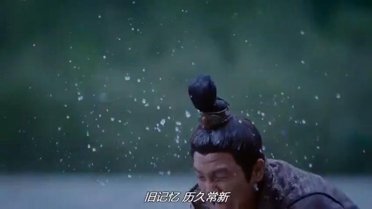 …thì chàng chỉ luyện kiếm dưới hồ để triệt tiêu sầu muộn, đau khổ mà thôi