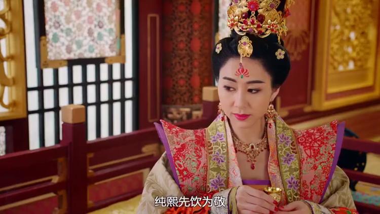 """Hoàng Hậu Vương Trân chắc chắn sẽ là nhân vật phản diện """"ăn gạch đá"""" nhiều nhất màn ảnh TVB trong năm năm qua với bộ mặt giả nhân giả nghĩa cùng sự độc ác, xảo quyệt"""