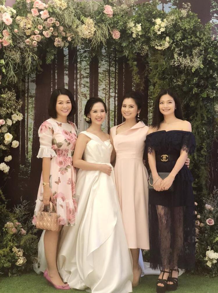 Diễn viên Diệu Hương chung vui cùng Hà Anh