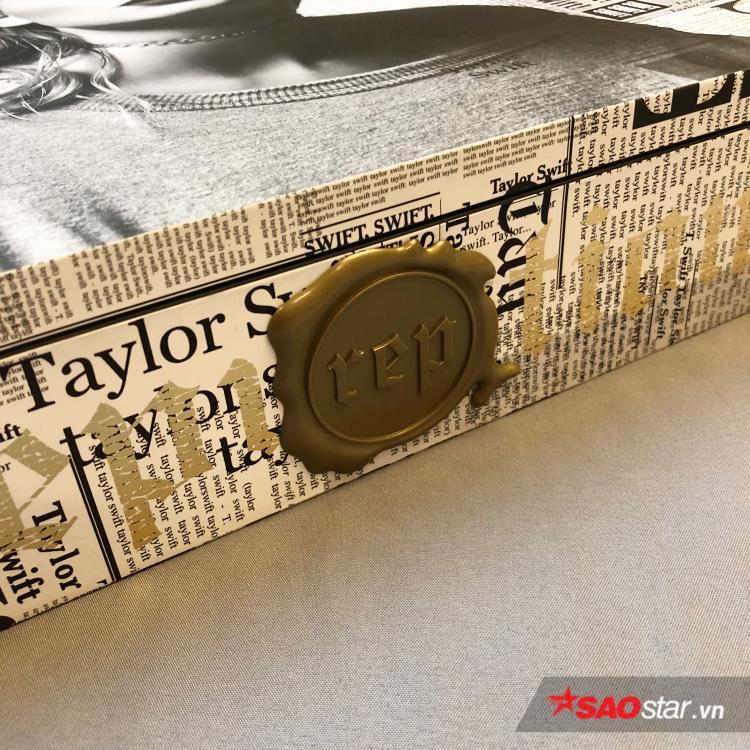 Đập hộp album độc nhất vô nhị của Taylor Swift: Cả sân khấu khổng lồ, màn hình LED xuất hiện trong tay bạn!