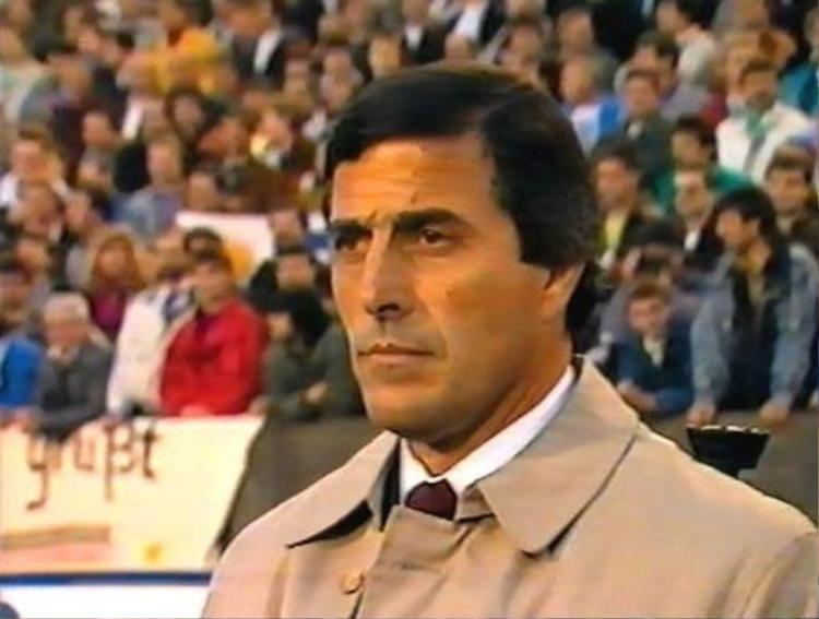 Đến năm 1988, Oscar Tabarez được bổ nhiệm là HLV trưởng của Uruguay nhưng những cải cách của ông khi đó chưa được trọng dụng.