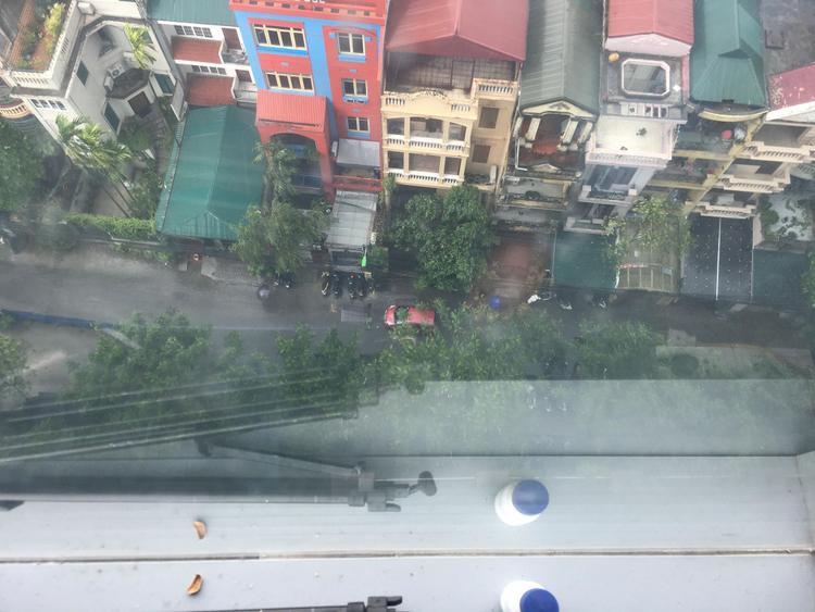 Mưa lớn đổ xuống Thủ đô vào lúc 13h chiều.