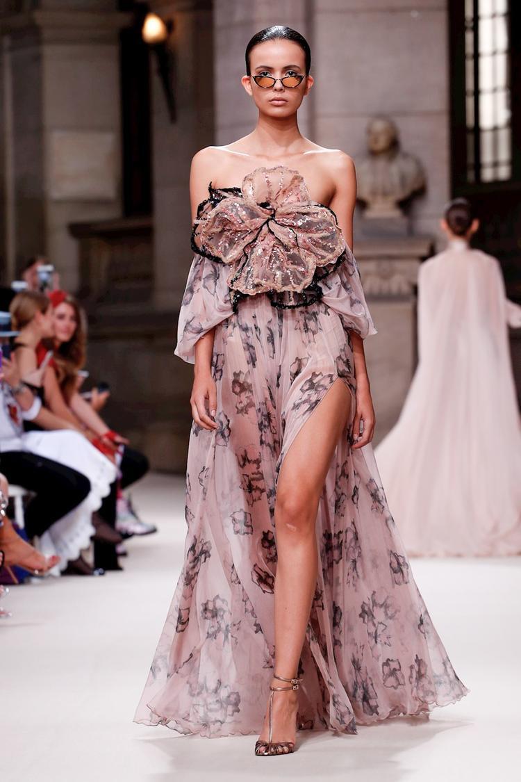 Galia Lahav một cái tên khá mới trong mùa Haute Couture đã để lại dấu ấn xuất sắc với thiết kế này.