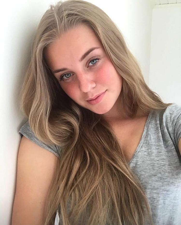Trước trận Tứ kết Anh  Thụy Điển, nhan sắc của con gái Thụy Điển bỗng trở thành tâm điểm của CĐV thế giới