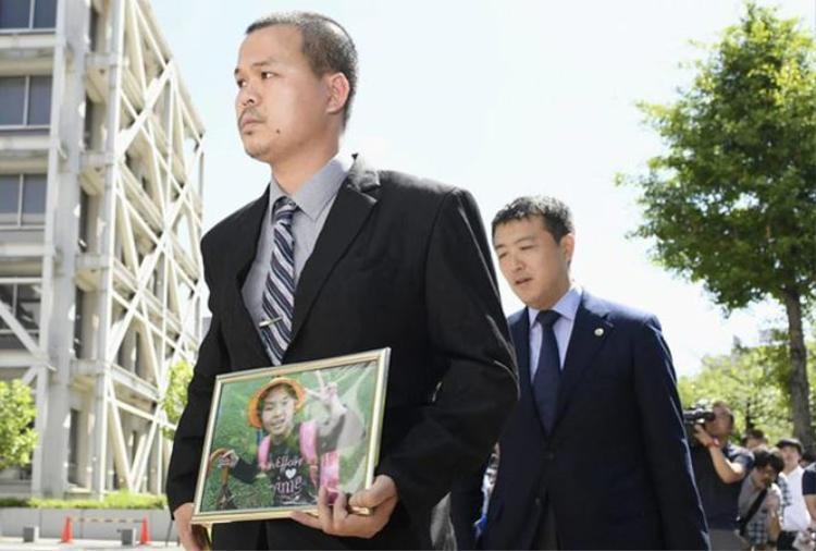Anh Lê Anh Hào, bố nạn nhân. Ảnh: Japan Times.