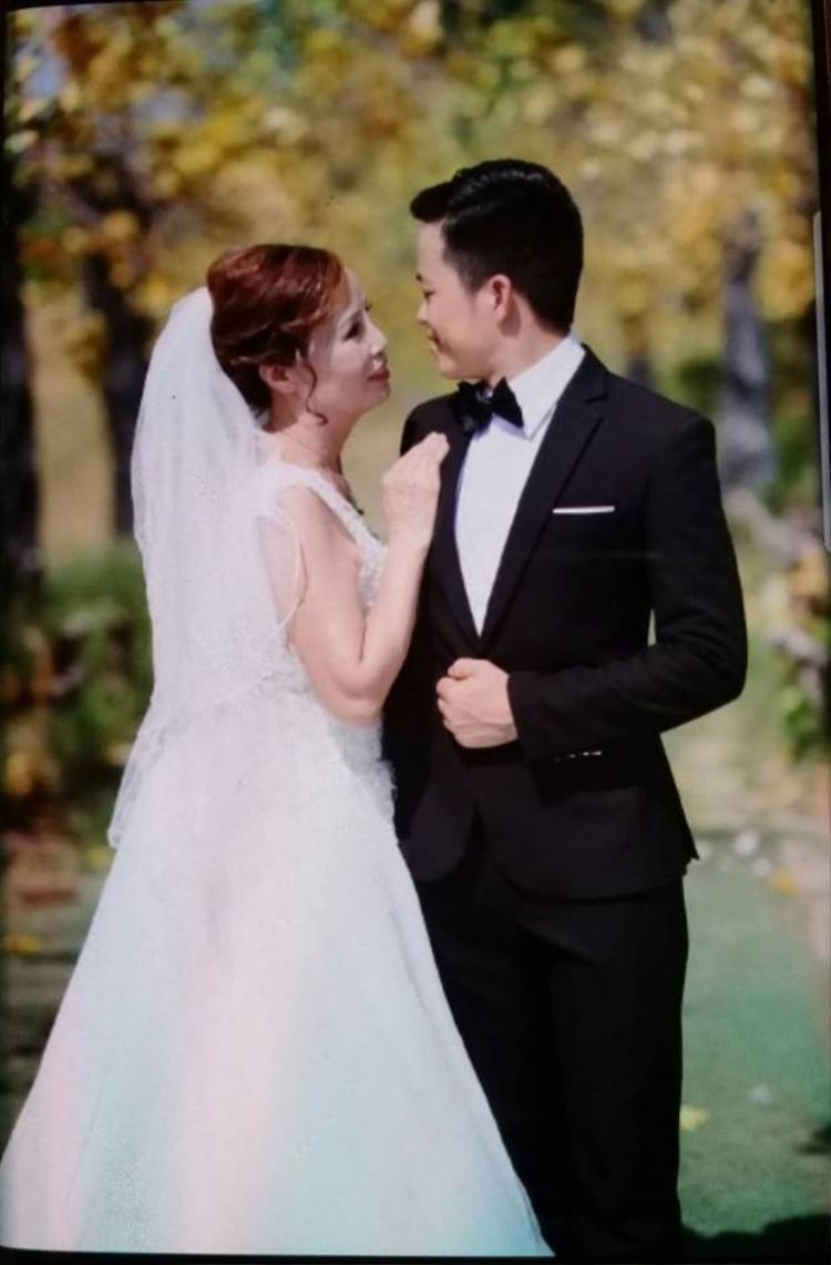 Vợ chồng bà Sao đăng ký kết hôn vào tháng 6 vừa qua.