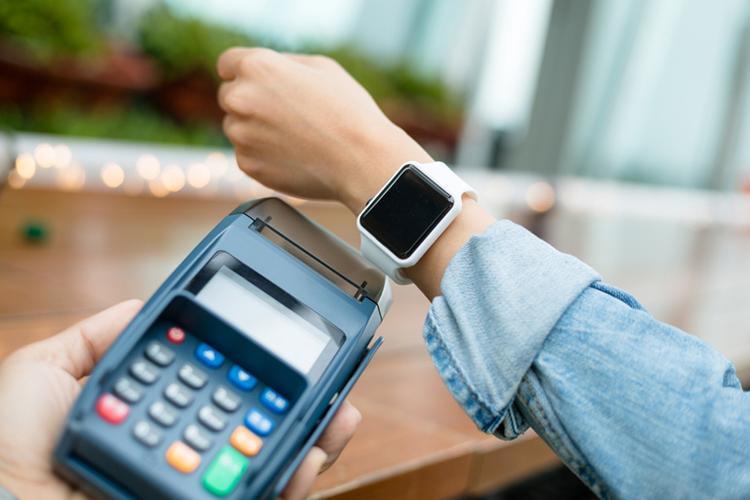 Theo một thống kê của World Bank, tỷ lệ thanh toán phi tiền mặt ở Việt Nam thuộc mức thấp (theo bình quân đầu người). Con số có thể chỉ dừng lại ở 4,9%.