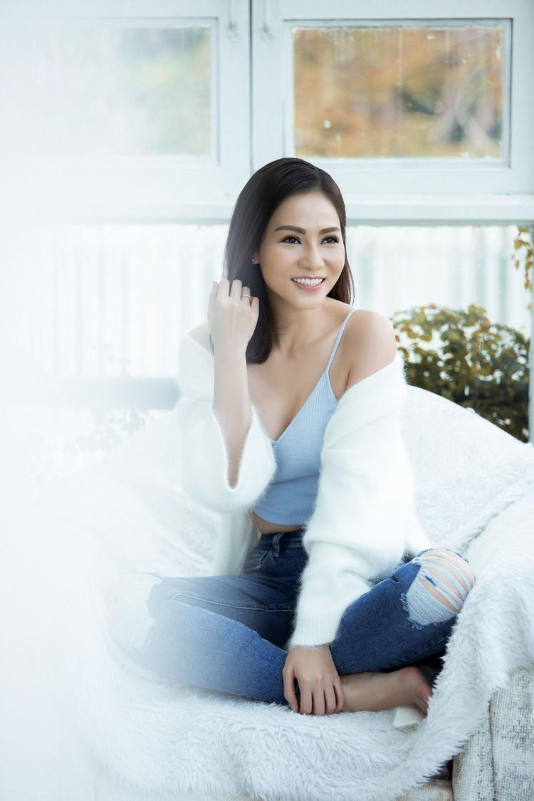 Bên cạnh đó, sự kết hợp của bộ đôi hitmaker Dương Khắc Linh và Trang Pháp đã thổi một làn gió mới đầy tươi trẻ, năng động cho màu sắc âm nhạc của nữ ca sĩ Thu Minh.
