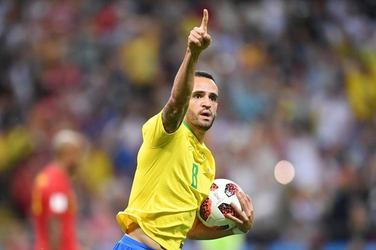 Augusto đã rút ngắn tỷ số xuống còn 1-2 cho Brazil. Ảnh: FIFA