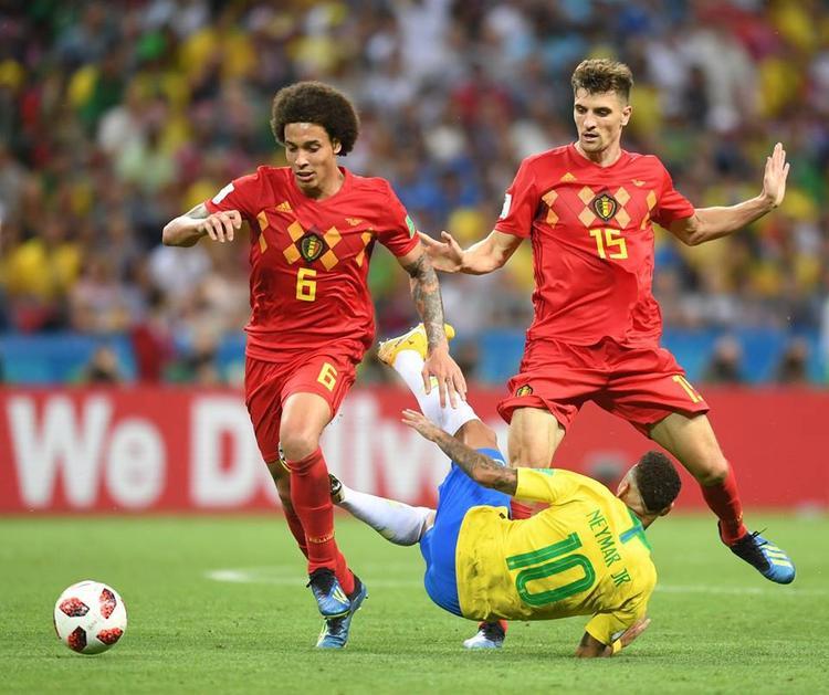 Neymar có 3 lần ngã trong vòng cấm của Bỉ nhưng tất cả đều không có phạt đền. Ảnh: FIFA