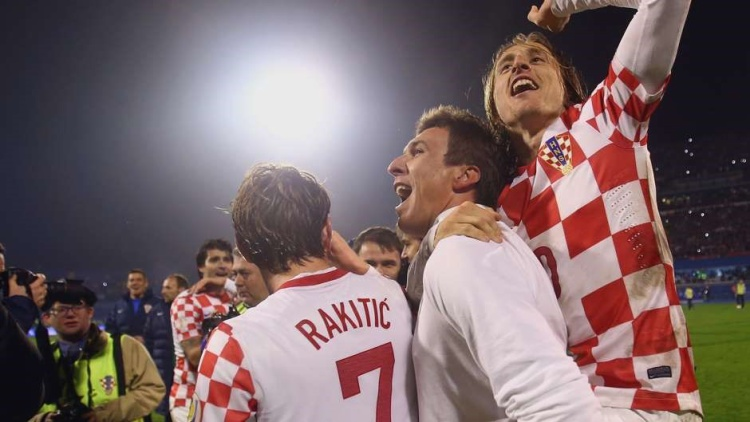 Rakitic đã không hối tiếc về quyết định này khi mỗi lần thi đấu cho Croatia anh đều có cảm giác vui sướng và xúc động với tình cảm của các CĐV.