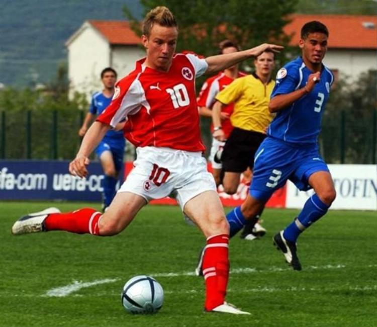 Rakitictừng thi đấu cho các đội trẻ của Thụy Sỹ và gần như đã khoác áo ĐTQG Thụy Sỹ.