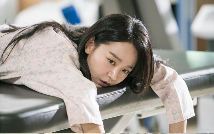 """Năm 2015, Shin Hye Sun xuất hiện trong bộ phim """"Tuổi thanh xuân"""" do Việt Nam và Hàn Quốc phối hợp sản xuất. Vai diễn Miso của cô đã bị nhiều người ghét khi cố tình chia rẽ Junsu (Kang Tae Oh) và Linh (Nhã Phương)."""