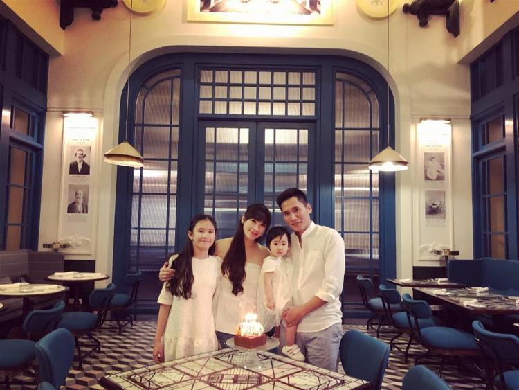 Ít ai biết đến BTV Quốc Khánh có vợ và con gái xinh như hot girl.