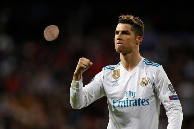 Cristiano Ronaldo, tên đầy đủ là Cristiano Ronaldo dos Santos Aveiro, hiện được xem là vận động viên thể thao 'hot' nhất trên Facebook nói chung. Cầu thủ tài năng người Bồ Đào Nha này đang sở hữu fanpage có lượng người nhấn like lên tới 122.679.357.